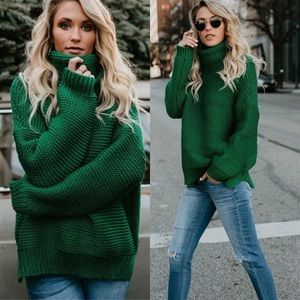 Sweaters - Chunky cable crewneck knit green sweater